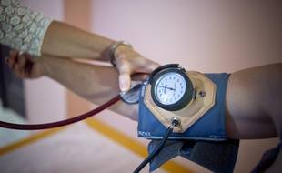 Illustration d'une consultation chez un medecin generaliste en Essonne . Tension .  /// V. WARTNER / 20 MINUTES