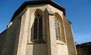 Des vitraux du monastère des Carmes de Trie-sur-Baïse ont été brisés par des pierres.