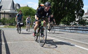 Guillaume Blanchet, fondateur de Naofood, et son équipe livrent les repas à vélo.