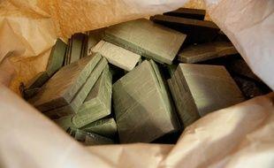 Les pains de résine étaient stockés dans une vingtaine de bagages.