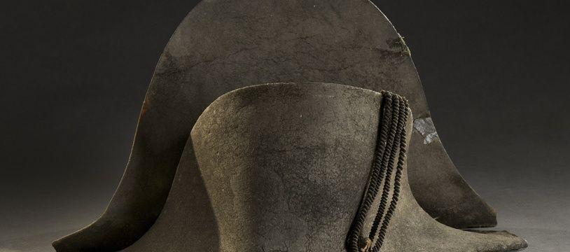 Le chapeau de Napoléon, abandonné sur le champ de bataille de Waterloo.