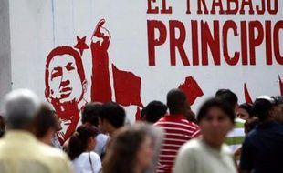 Les Vénézuéliens sont appelés dimanche à élire leurs gouverneurs, maires et conseillers régionaux et municipaux, un scrutin dont l'enjeu dépasse largement sa dimension régionale, le chef de l'Etat Hugo Chavez l'ayant centré autour de sa personne et ses idées socialistes.