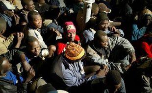 """Cinq morts par jour en moyenne en 2011 aux frontières européennes: le réseau Migreurop livre jeudi pour la première fois un bilan de ce qu'elle appelle """"la guerre aux migrants"""" livrée par l'Union européenne."""