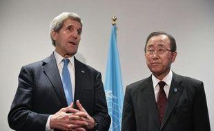 Le secrétaire d'Etat américain John Kerry et le secrétaire général de l'ONU Ban Ki-moon le 8 décembre au Bourget, près de Paris