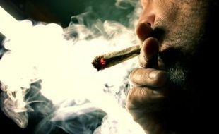 Le marché des drogues illicites en France pour l'année 2010 est estimé à 2,3 milliards d'euros, dominé par le cannabis (1,1 milliard) et la cocaïne (902 millions)