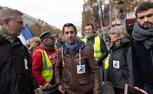François Ruffin, député de La France Insoumise lors de la manifestation des «gilets jaunes» du 24 novembre sur les Champs-Elysées.
