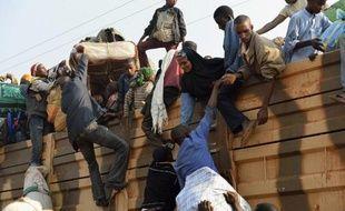 """Au moins sept personnes ont été tuées lors de nouvelles violences à Bangui où les """"parlementaires"""" centrafricains reprenaient jeudi leurs discussions pour élire rapidement un nouveau président de transition capable de pacifier un pays confronté à un désastre humanitaire."""