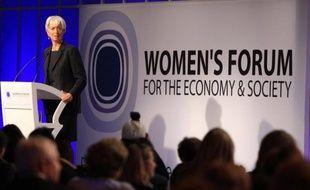 Les femmes cadres dirigeantes des entreprises gagnent 22% de moins que les hommes en moyenne en Europe, selon une étude du cabinet Mercer, spécialisé en ressources humaines, publiée mardi.