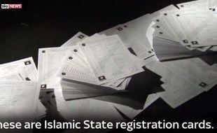 Les fiches de renseignements remplies par les recrues de Daesh.