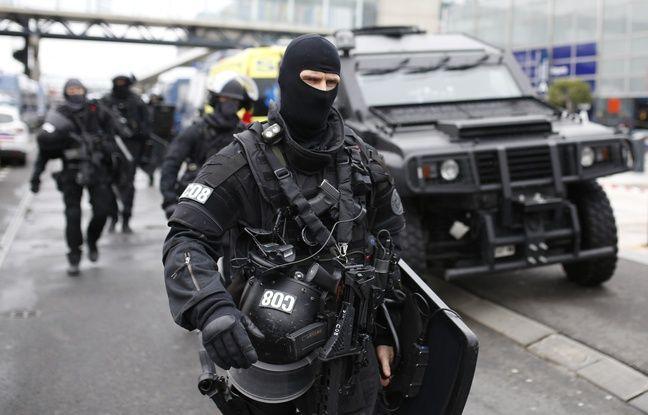 VIDEO. Attaque à Orly: Deux hommes en garde à vue, soupçonnés d'avoir fourni l'arme à l'assaillant