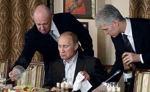 Evgeny Prigogine (à gauche) dit le «cuisinier de Poutine», serait l'intermédiaire qui a financé l'armée de trolls