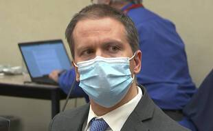 Derek Chauvin écoute le verdict qui le reconnait coupable du meurtre de George Floyd, à Minneapolis le 20 avril 2021.