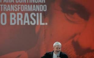 L'ex-président brésilien Luiz Inacio Lula da Silva lors du congrès des jeunes du PT à Brasilia le 20 novembre 2015