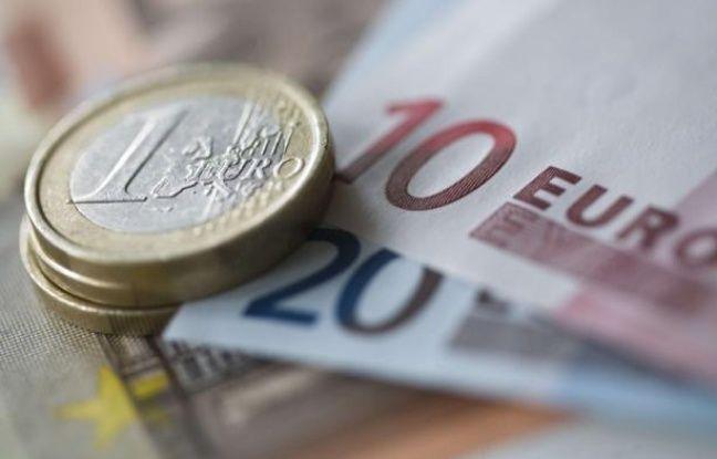 Des pièces et des billets en euros.