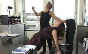 """Capture d'écran de la vidéo """"Yoga au bureau""""."""