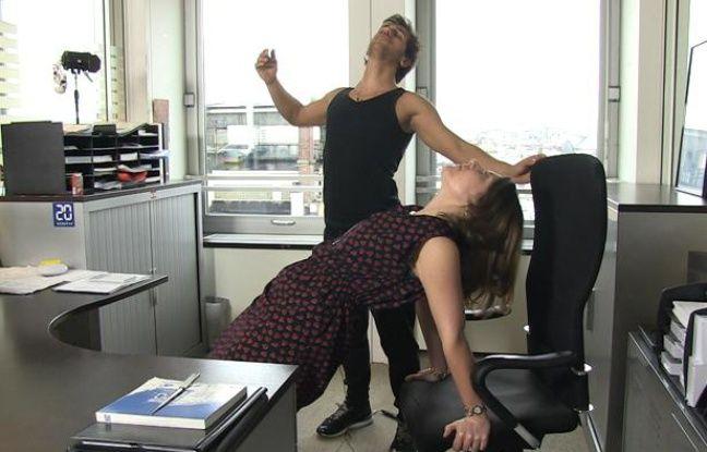 video faire du yoga au bureau pour travailler plus d tendu. Black Bedroom Furniture Sets. Home Design Ideas
