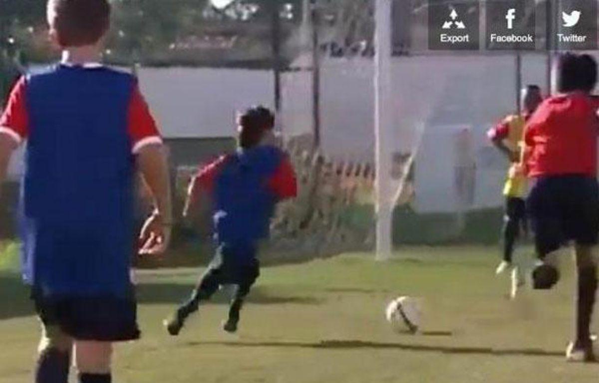 Le jeune Gabriel en pleine démonstration lors du camp d'entraînement organisé par le Barça, le 2 août 2012 au Brésil – capture d'écran/20 minutes