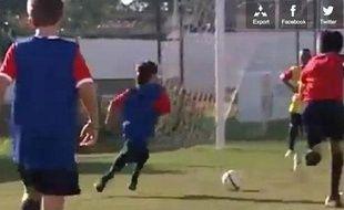 Le jeune Gabriel en pleine démonstration lors du camp d'entraînement organisé par le Barça, le 2 août 2012 au Brésil