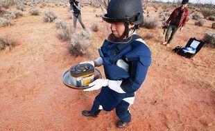 La capsule contenant des éléments de surface de l'astéroïde Ryugu, le 5 décembre 2020 après son atterrissage en Australie.