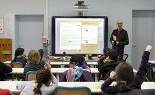 L'école primaire Littré à Lille expérimente le tableau numérique interactif.