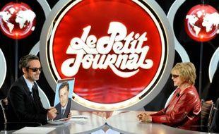 Le plateau du Petit Journal sur Canal Plus à Paris le 5 avril 2012