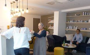 Dans le salon de beauté Dulcenea, les patients, quelles que soient leurs problématiques, peuvent venir prendre soin d'eux et demander des prestations adaptées.