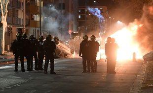 Des tensions sont à nouveau survenues dans le quartier du Mistral à Grenoble, mercredi soir après la marche silencieuse en hommage à Adam et Fatih.