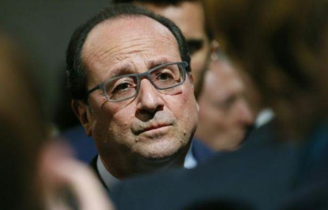 François Hollande visite l'usine Plastic Omnium le 15 avril 2016 à Venette
