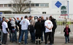 Les 122 salariés du glacier carcassonnais Pilpa ont obtenu une nouvelle victoire devant la justice contre la direction qui veut fermer leur usine et auquel le juge a interdit jeudi de procéder en l'état au licenciement collectif, a-t-on appris de source syndicale.