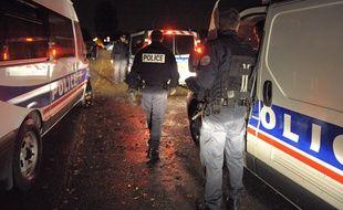 Des policiers lors d'une intervention de nuit. Illustration.