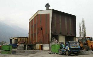 L'usine d'incinération d'ordures ménagères de Gilly-sur-Isère, située à l'entrée d'Albertville, a été fermée en octobre 2001 à la suite de taux de dioxine bien supérieurs aux normes admises.