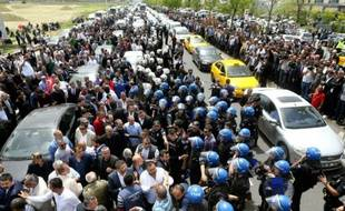 La police turque empêche des dissidents d'un parti de l'opposition de droite de se réunir pour destituer son chef historique, Devlet Bahceli, le 15 mai 2016 à Ankara