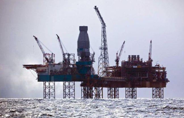 La plateforme de Total en mer du Nord, au large de l'Ecosse, le 3 avril 2012.