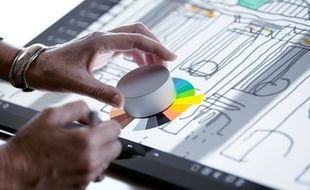 L'accessoire Surface Dial pour le PC Surface Studio, de Microsoft.