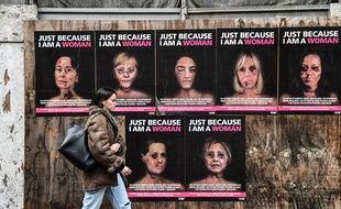 Cette série d'affiches chocs signées de l'artiste italien AleXsandro Palombo visent à alerter sur le fléau des violences faites aux femmes.
