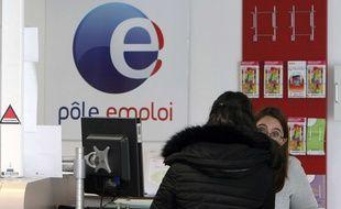 Une demandeuse d'emploi à Pole Emploi à  Marseille,  24 février 2015.