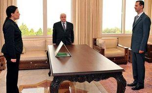L'ambassadrice de Syrie en France,  Lamia Chakkour, prête serment face au président syrien, Bachar al-Assad, à Damas, le 24 août 2008.