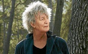 Viré par EMI, Jacques Higelin a signé chez Sony pour Beau repaire.