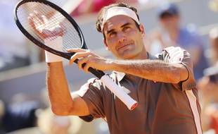 Malgré la chaleur écrasante, Roger Federer a à peine transpiré pour éliminer l'Argentin Leonardo Mayer, en huitièmes de finales de Roland-Garros