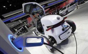 Le développement des voitures électriques en Allemagne peut permettre de réduire les émissions de CO2 mais dans une moindre mesure que celle de voitures traditionnelles moins gourmandes en carburant, selon une étude publiée lundi par l'Institut allemand d'écologie appliquée.