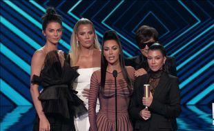 Lors des People's Choice Awards, Kim Kardashian et sa famille ont appelé aux dons et à la mobilisation face aux incendies qui ravagent la Californie.