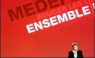 """Le Medef a clamé jeudi le """"besoin d'air"""" des patrons, entrant à son tour dans la campagne présidentielle avec un """"show pédagogique"""" à Bercy réunissant près de 6.000 patrons et la publication d'un """"livre blanc"""" qui revendique davantage de liberté pour les entreprises."""