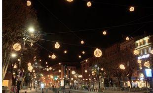 La place Esquirol, à Toulouse, et ses illuminations de Noël.
