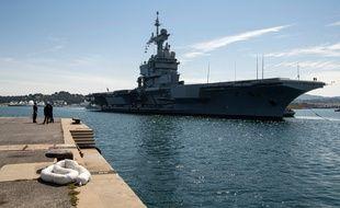 Le Charles de Gaulle lors de son arrivée à Toulon le dimanche 12 avril.