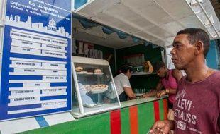 A 23 ans, Mariana Gonzalez, regarde incrédule ses parents lorsqu'ils racontent qu'avant sa naissance ils mangeaient dans une pizzeria pour six pesos: le même repas coûte aujourd'hui dix fois plus, alors que leur salaire a été multiplié à peine par deux
