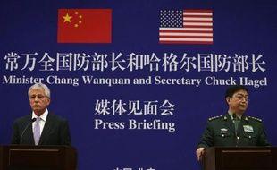 Le ministre chinois de la Défense Chang Wanquan et son homologue américain, Chuck Hagel, le 8 avril 2014 à Pékin