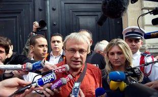 Mi figue-mi-raisin à sa sortie de l'Elysée, l'intersyndicale de PSA Aulnay n'a obtenu jeudi de François Hollande aucun engagement sur le gel des 8.00O suppressions de postes annoncées par le groupe automobile mais des négociations tripartites (syndicats, Etat, direction).