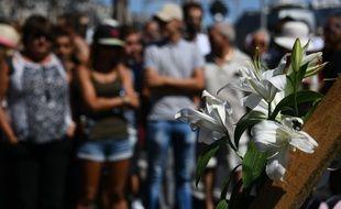 La foule se recueille à Nice le 15 juillet 2016 au lendemain de l'attentat sur la Promenade des Anglais