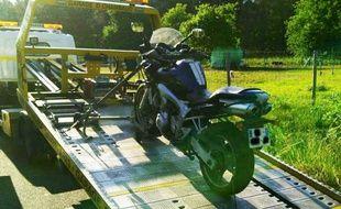 Les deux motos ont été confisquées et embarquées par la dépanneuse