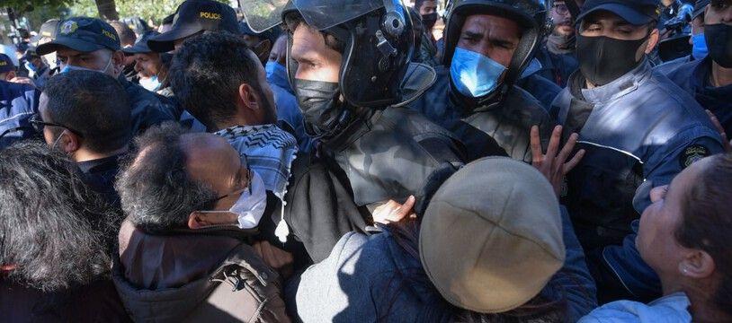 Les affrontements en Tunisie entre jeunes et forces de l'ordre durent depuis une semaine.